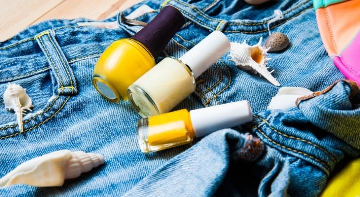 Чем вывести мебельный лак с одежды